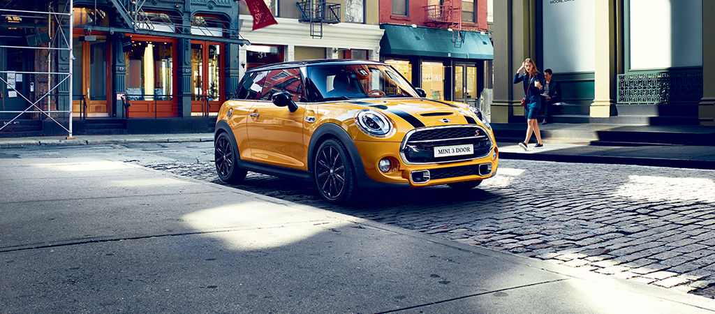 BUNDLE UP THIS NOVEMBER WITH THE MINI 3 DOOR.